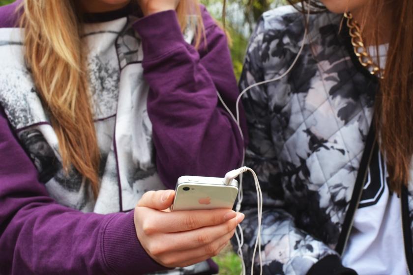 cell Phone girls.jpg